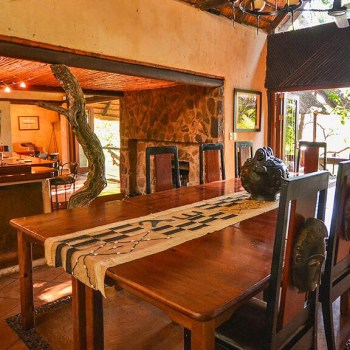 Pondoro Game Lodge Dining Area