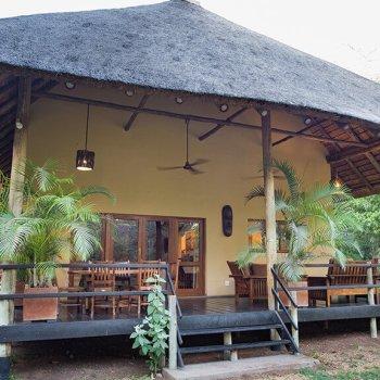 Sefapane River Lodge Exterior