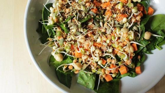 spinaziesalade met kiemen