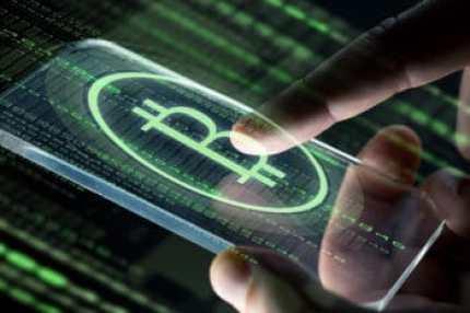 Bitcoin auf Handy mit Hand