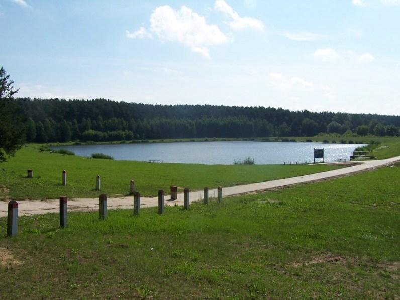 """Zbiornik """"Topiołki"""" w Piaskach Brzóstowskich (fot. arch. Gminy Ćmielów)"""