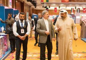 أمين صندوق النادي العلمي وعضو اللجنة العليا المنظمة للمعرض م. أوس النصف مصحباً السفير الإيراني لدى الكويت في جولة داخل أجنحة المعرض
