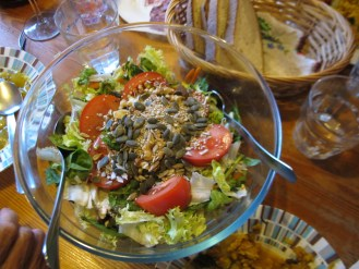 A wonderful salad to go with the paella.
