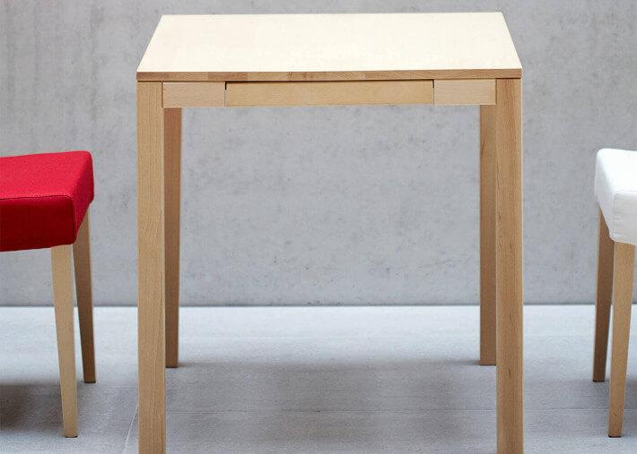 table de cuisine en bois de hetre carree ou rectangle avec 1 tiroir 3 dimensions haya par jankurtz