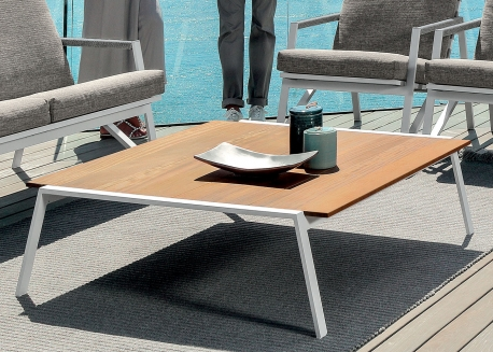 table basse de jardin en iroko et aluminium 2 tailles cottage par talenti