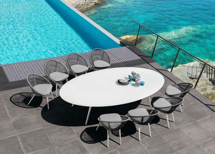 table de repas d exterieur forme ovale design en aluminium blanc 2 tailles rope par talenti
