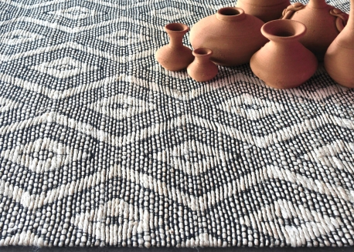 tapis en chanvre et coton noir et naturel design graphique flair par the rug republic