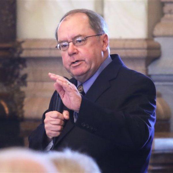 Senate rejects limiting teacher contract negotiations_124457
