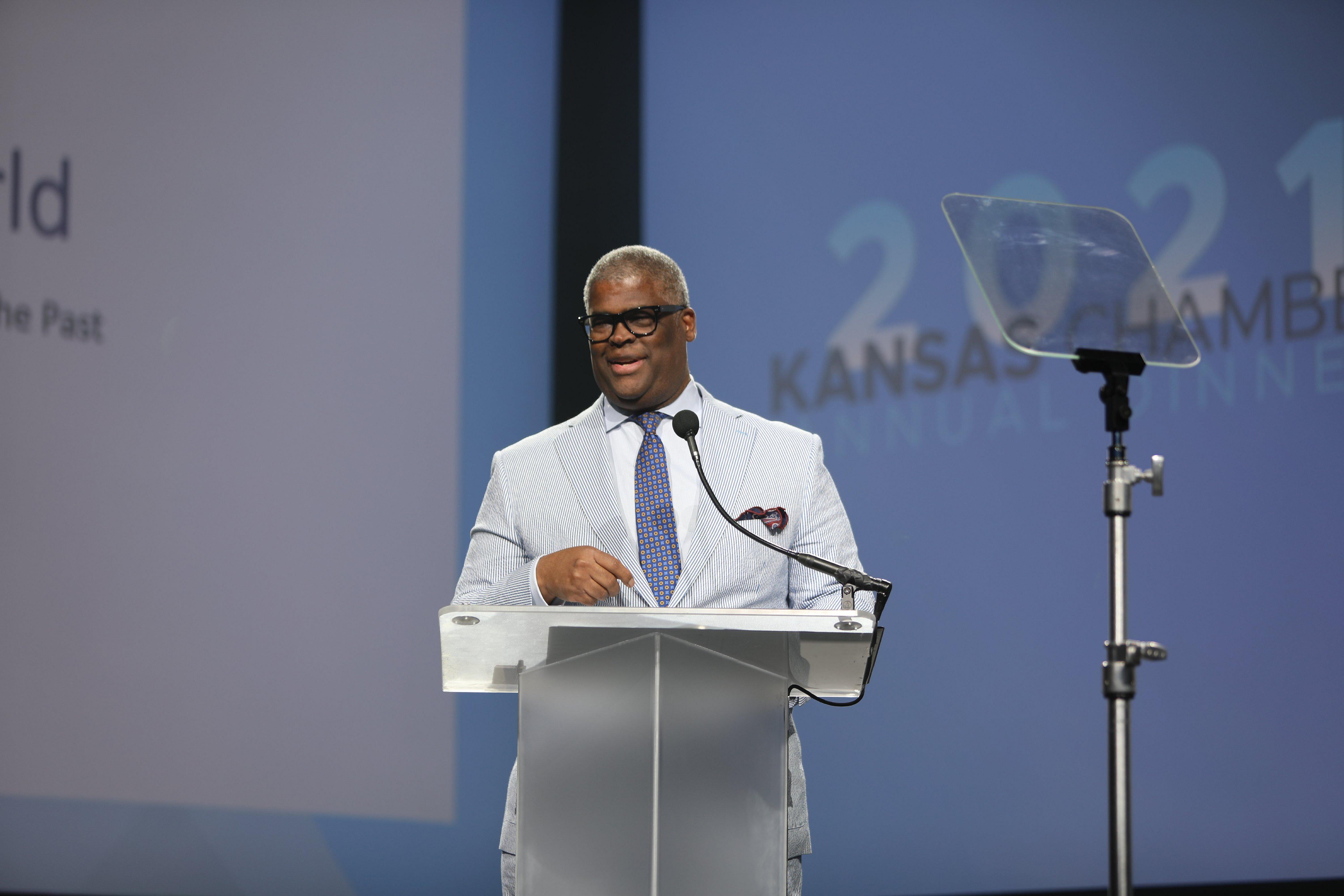 Kansas Chamber of Commerce holds annual dinner at Vaerus Aviation