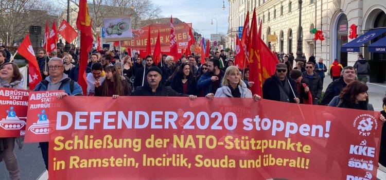 """Münchenissä mielenosoitus imperialistien """"haukkoja"""" vastaan"""