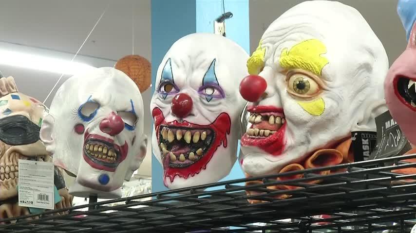 unconfirmed clown sightings_23088229-159532