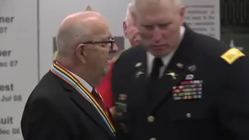 Silver Star Awarded to Korean War Veteran_38516997