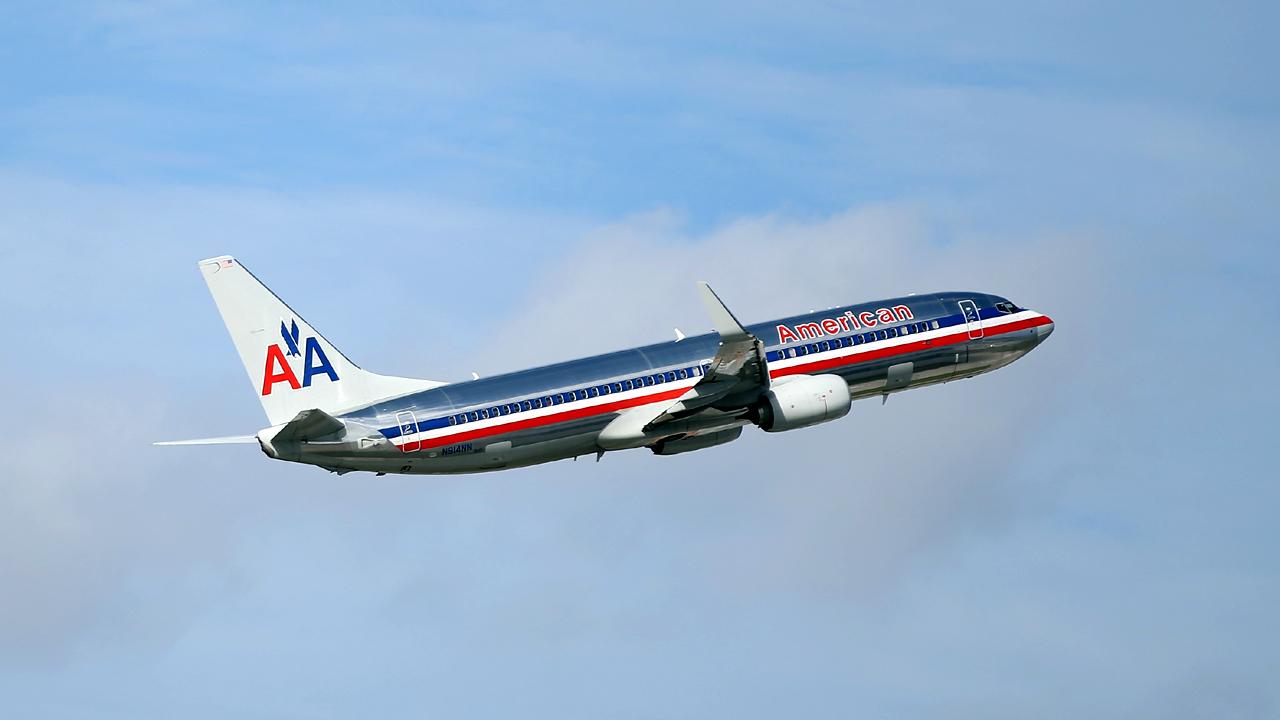 American Airlines plane flying-159532.jpg32389201