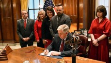 Governor Parsons Signs Abortion Bill