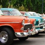 Mehrere Oldtimer in Havanna
