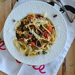 Pasta e Vino! Spaghetti z groszkiem, sardelami, piniami i pomidorkami cherry…
