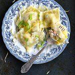 Ravioli z łososiem, porem i parmezanem. Pasta e Vino!