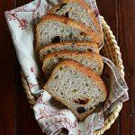 Chleb mieszany na zakwasie z oliwkami i suszonymi pomidorami. Sierpniowa Piekarnia!
