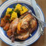 Kurczak pieczony z morelami i maślana kukurydza. Obiad na lato!