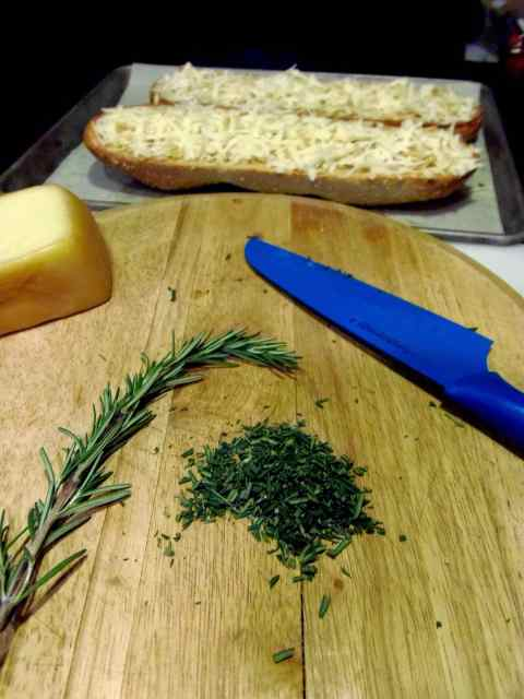 Roasted Garlic Rosemary Cheese Bread