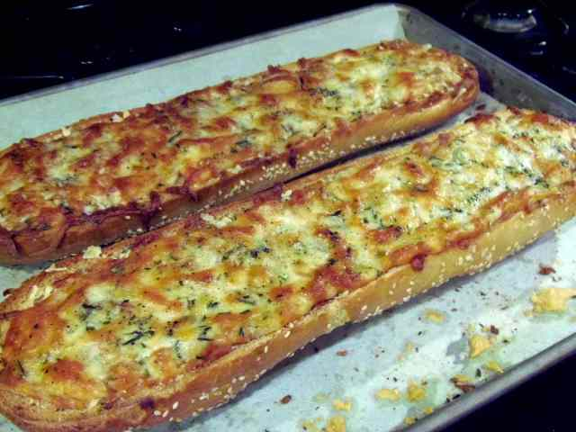 Roasted Garlic Rosemary Cheese Bread Recipe