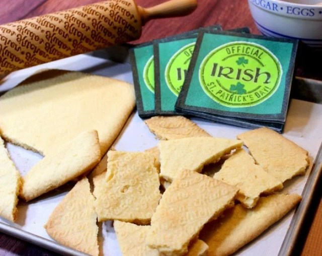 Traditional Irish Shortbread is rich, flaky and buttery. - Kudos Kitchen by Renee