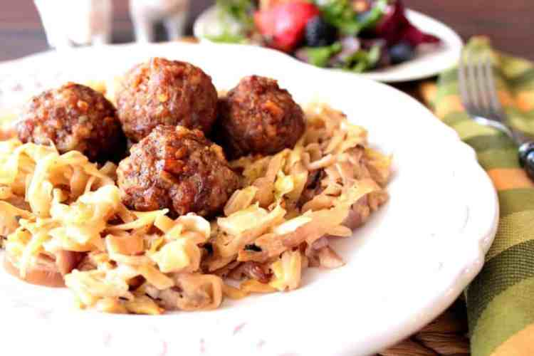 Creamed cabbage with caraway and meatballs