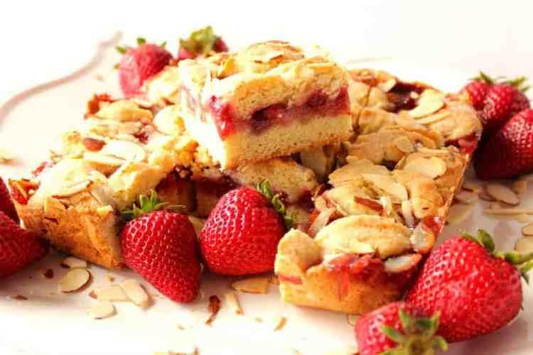 Strawberry Cobbler Dessert Bars