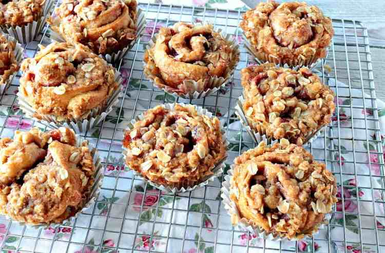 Sweet Streusel Strawberry Crescent Muffins - www.kudoskitchenbyrenee.com