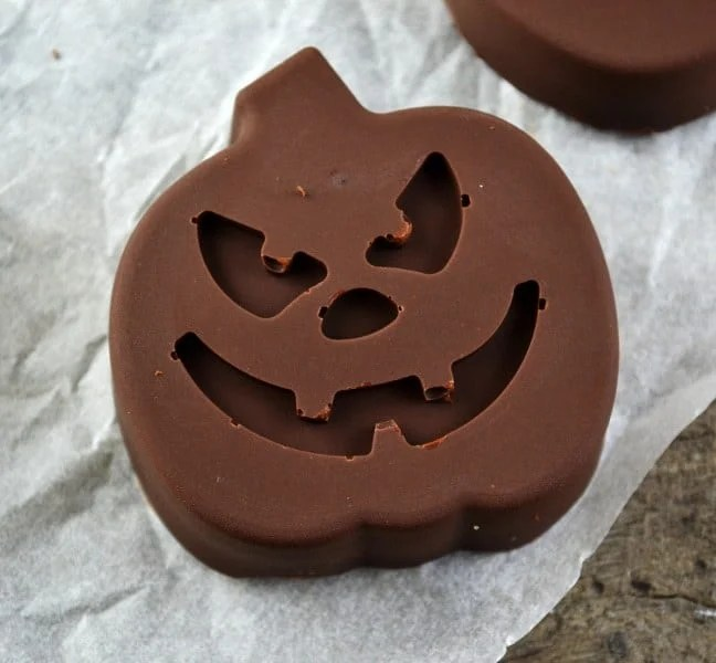 Halloween Recipes Roundup 2018 for Friday's Featured Foodie Feastings - kudoskitchenbyrenee.com