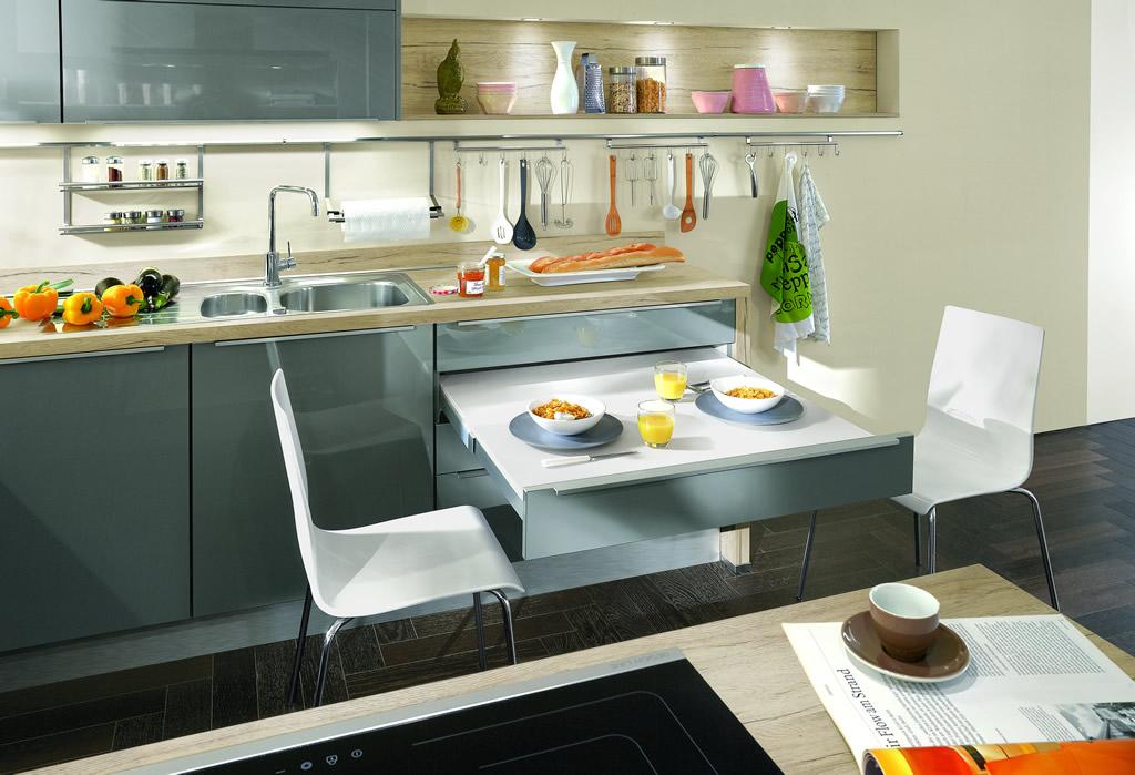 Der integrierte tisch lässt sich über 100cm aus dem nur 60cm tiefen schrank ziehen wie das funktioniert zeigen wir ihnen gerne im küchenhaus arnstadt