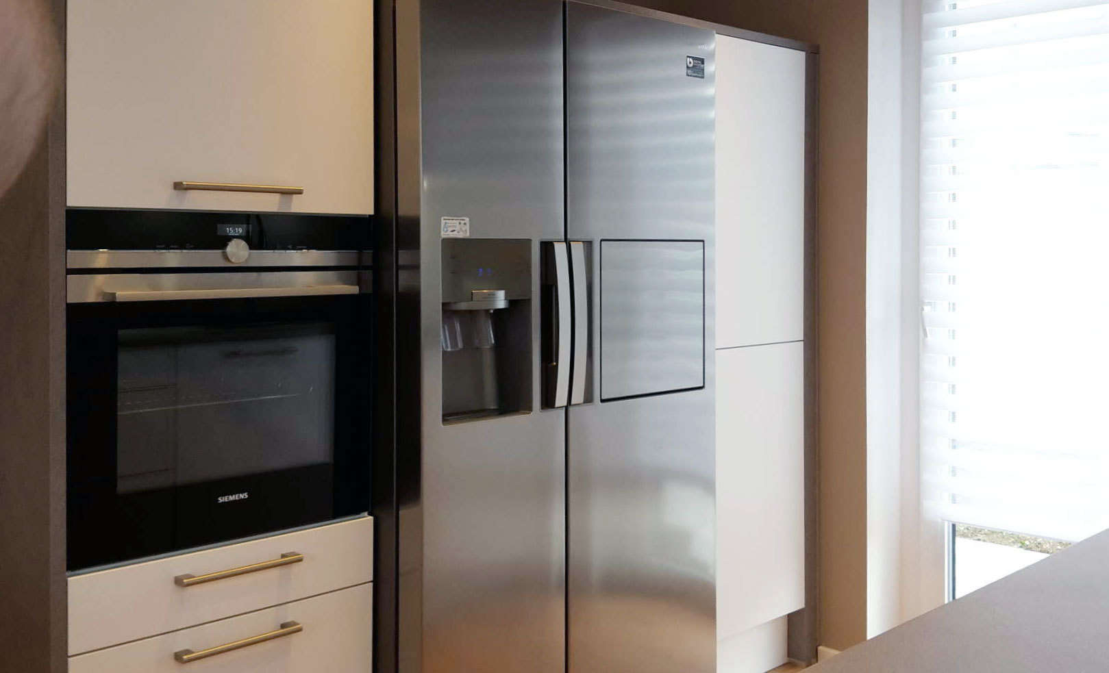 Side By Side Kühlschrank Weiß : Schöne küche in kreppen mit theke küchen blank das etwas andere