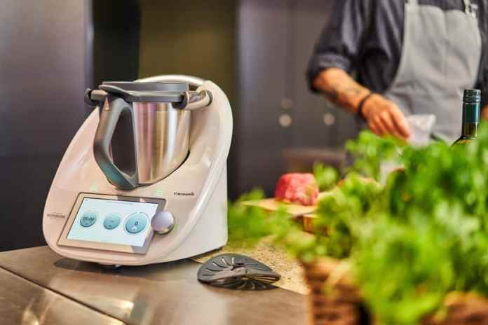 For many years the undisputed pioneer in the market for food processors: the Thermomix from Vorwerk. Recently, the company announced that it was outsourcing the production of this expensive device to China. (Photo: Thermomix)