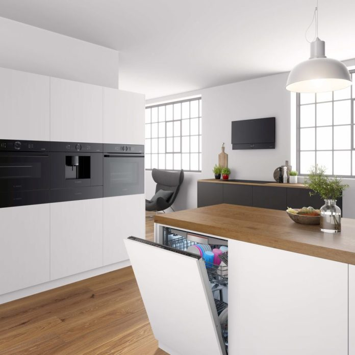 How much science fiction is in this kitchen? Soon more than you think: artificial intelligence is making its debut, for example in Bosch's sensor oven. (Photo: Bosch)
