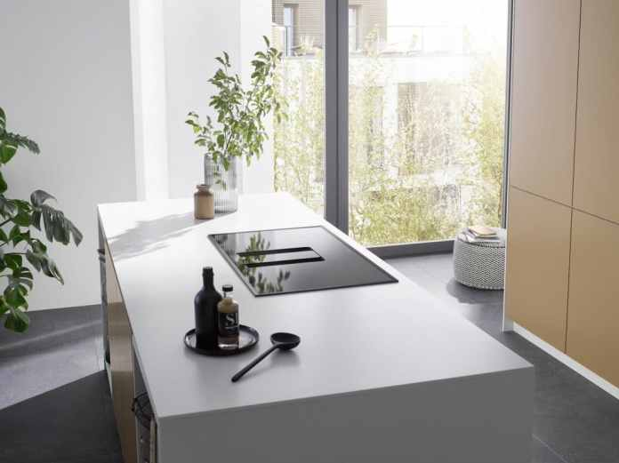 Nearly all well-known extractor specialists also have a downdraft in the program. He fits wonderfully invisible in the hob and pulls off bad smells right on the scene. But what problems are there with the downdraft - and how can you handle them? (Photo: berbel)