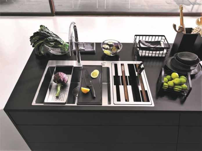 Everything under control: modern kitchen equipment helps to neatly clean up useless objects and to store frequently used kitchen utensils in the field of vision for the functional kitchen. (Photo: Franke)