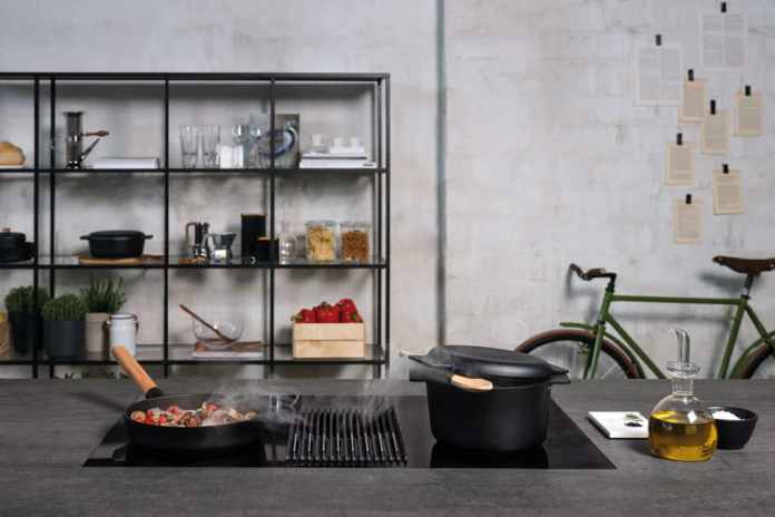The hob with integrated cooktop extractor and scale is aesthetically designed and therefore looks good in the open space. Acoustically rather less - here should be worked with a silencer. (Photo: Elica, NIKOLATESLA LIBRA)