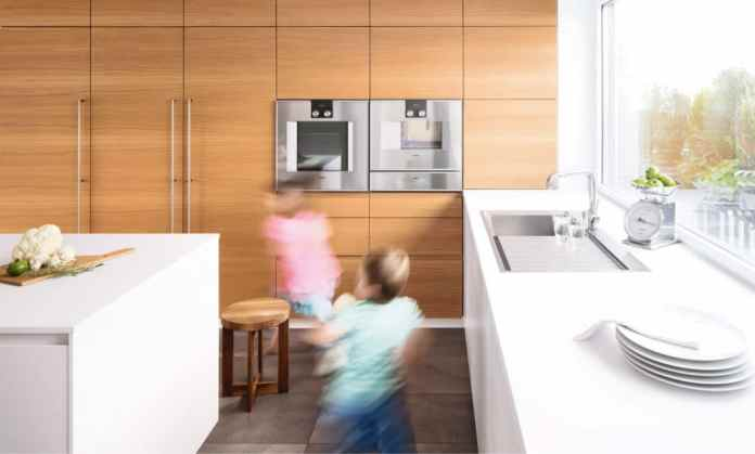 What is a truly individual kitchen? When the wood of the wall unit reflects the material of the kitchen floor. If the kitchen can be arranged and expanded as required. When the kitchen is child-safe and suitable for everyday use if desired. Perfected according to your needs. (Photo: selectionD)