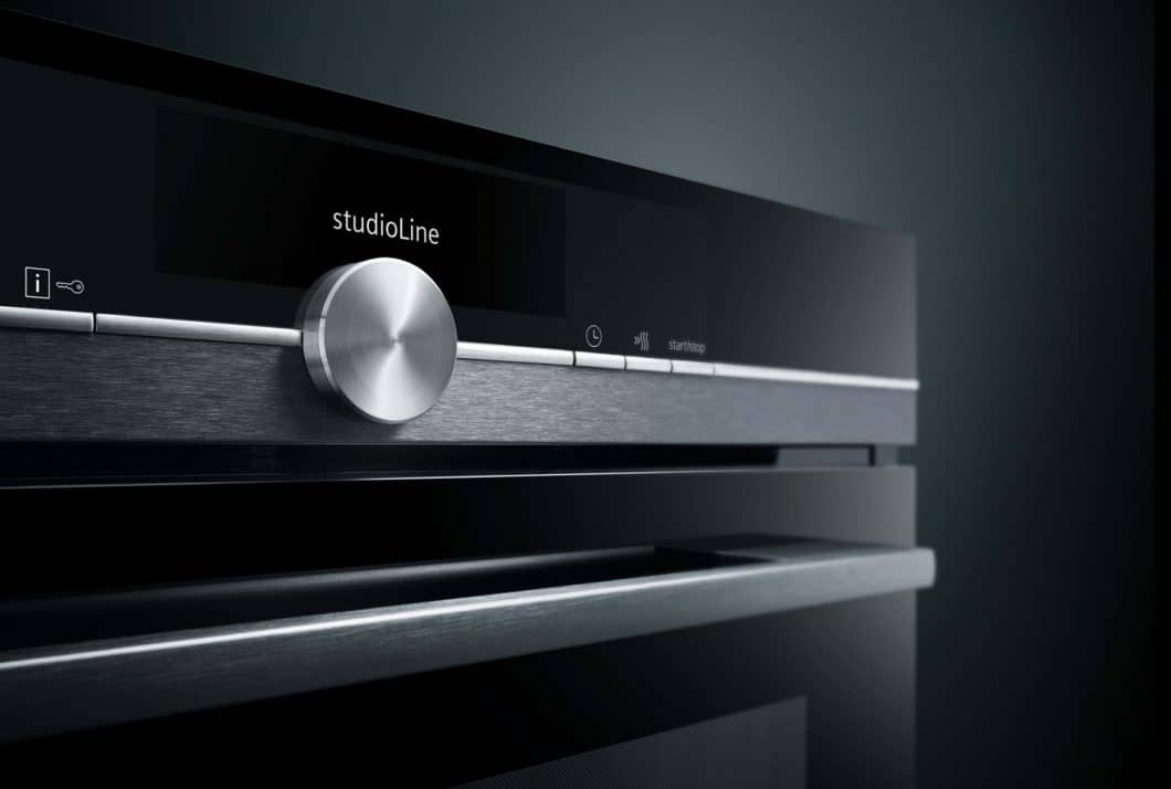 Black glass and polished stainless steel applications determine the highly elegant design image of Siemens