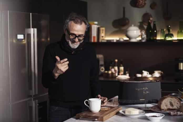 Star chef Massimo Bottura is responsible for the design and performance of the five selected small kitchen appliances from Grundig - they literally bear his signature. (Photo: Grundig)