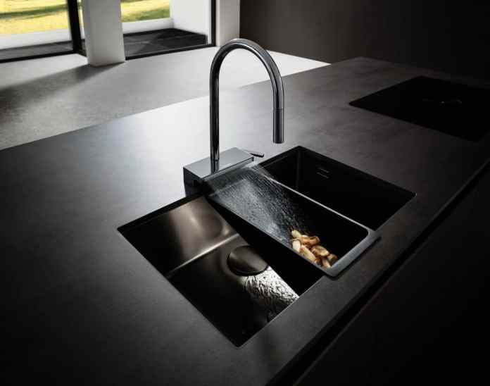 Elegant design, highly functional application: 3 jet types at the same time make the Aquno Select mixer a convenient kitchen helper. (Photo: hansgrohe)
