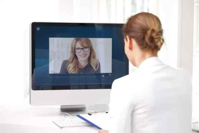 Skype is a well-known means of video telephony, where you can talk to your partner and see him or her. In addition to this simple solution, there are original alternatives in which the screen can also be shared. (Photo: adobe stock / sepy)