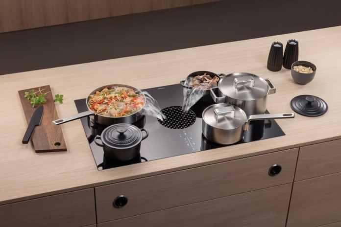 There is space for many pots on the oversized surface induction hob - even large roasters thanks to the interconnectable cooking zones. (Photo: BORA)
