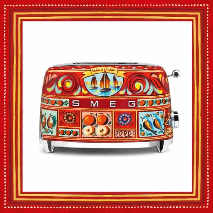 A toaster is a toaster is a toaster? Not at all. SMEG raises it in the series