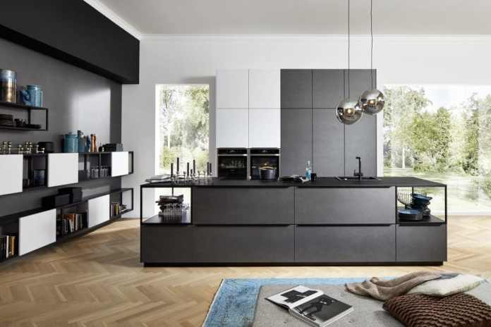 nolte dares: the company offers modern kitchens with innovations such as blue steel or completely glazed island bodies. (Photo: nolte)