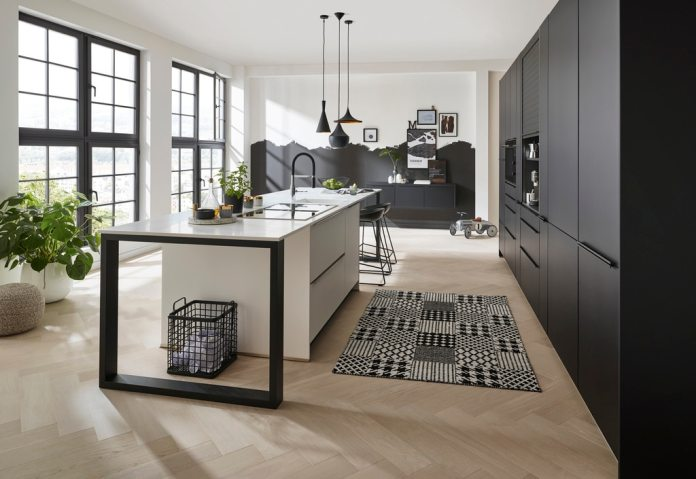 Whether a monochrome black and white look, colorful country house style or urban designer kitchen: the ideas for designing V&B kitchens are diverse and timeless.  (Photo: Villeroy & Boch)