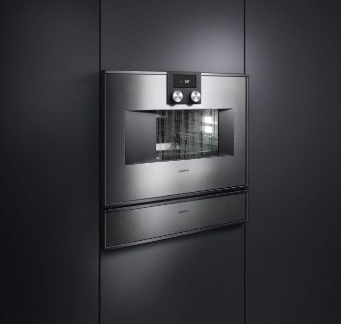 The vacuum drawer (below) and the steam oven (above) often go hand in hand. Basically, however, they differ: vacuumized foods also stew in their own juice and are not directly exposed to the hot steam. (Photo: Gaggenau)