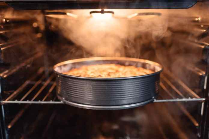 Regenerating by V-ZUG: The combination of hot air and steam gently warms up food.  (Photo: Adobe Stock / LIGHTFIELD STUDIOS)