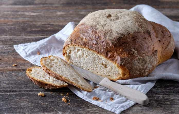 With the regeneration function, bread can be baked crispy on the outside and soft on the inside in the steam oven.  (Photo: Adobe Stock / ji_images)