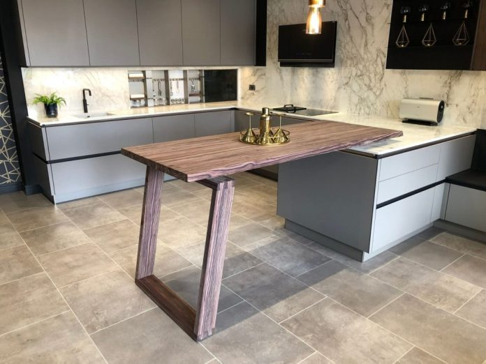 Worktops, dining tables, side panels, back walls ... SPEKVA can be used for everything that has to do with (sustainable) wood in the kitchen.  (Photo: SPEKVA)